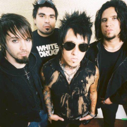 "Текст песни ""M-80"", исполнитель Papa Roach"
